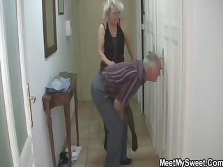 stud caught his girlfriend with his mature mama